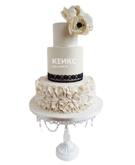 Свадебный торт с орхидеями и черным узором