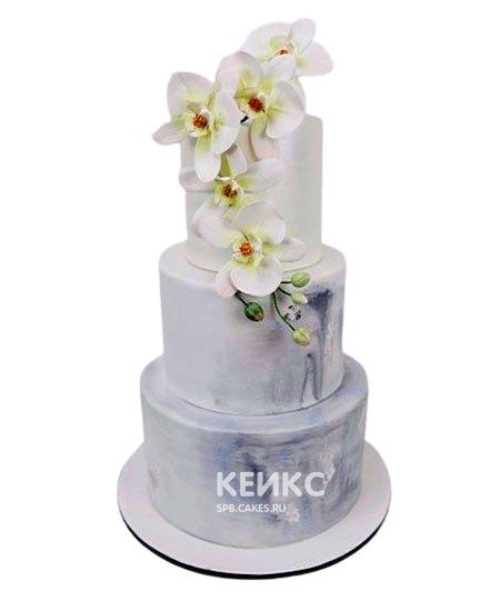 Трехъярусный свадебный торт с живыми орхидеями