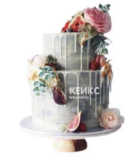 Свадебный торт Пионы с разноцветными цветами и ягодами