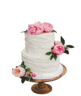 Белый свадебный торт с розовыми пионами