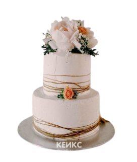 Белый свадебный торт Пионы с красными и белыми цветами