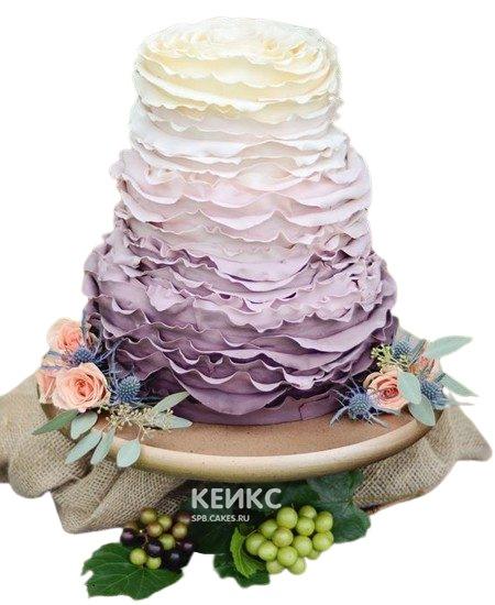Бело-фиолетовый свадебный торт омбре с рюшами в стиле Прованс