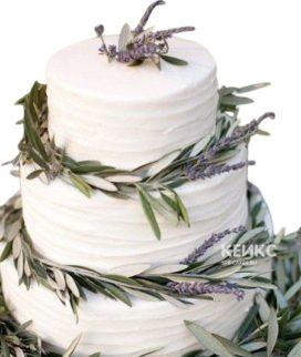 Белый свадебный торт в стиле Прованс на 3 яруса