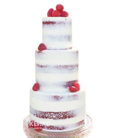 Трехъярусный свадебный торт с открытыми коржами и фруктами