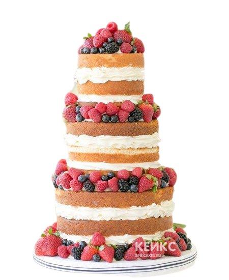 Четырехъярусный свадебный торт с клубникой