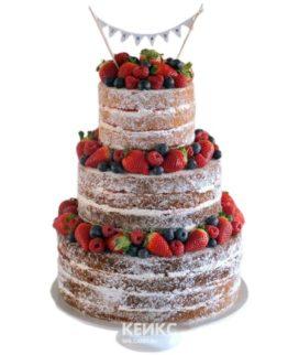 Свадебный торт в стиле рустик с клубникой и гирляндой
