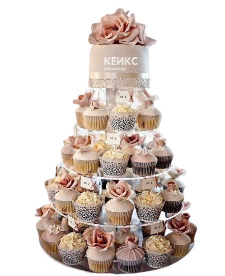 Дымчато-розовый свадебный торт с капкейками украшенный розами