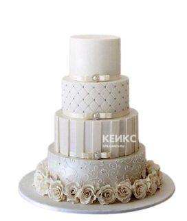 Бежевый свадебный торт с кружевами и розами