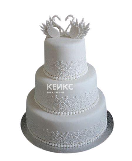 Снежно-белый свадебный торт с лебедями
