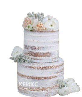 Открытый свадебный торт с белыми розами и пионами