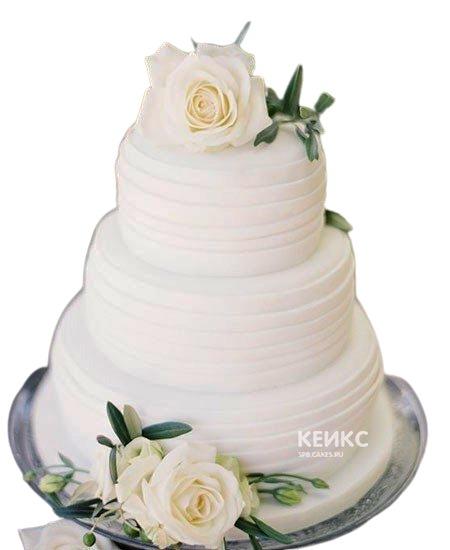 Трехъярусный свадебный торт с белыми розами