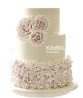 Белый свадебный торт с кремовыми розами