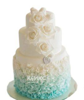 Свадебный торт украшенный кремовыми розами