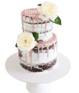 Свадебный торт с живыми цветами и глазурью