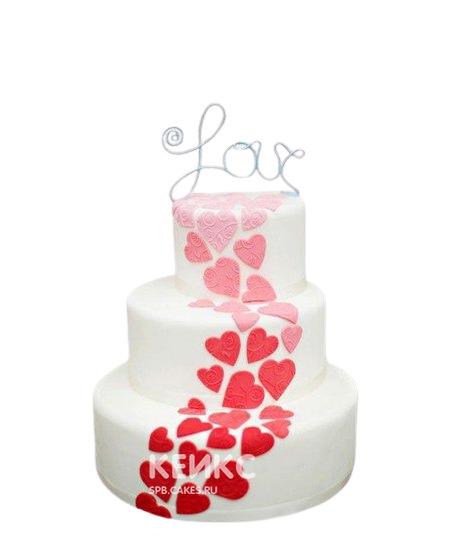 Свадебный торт с красными сердцами и надписью