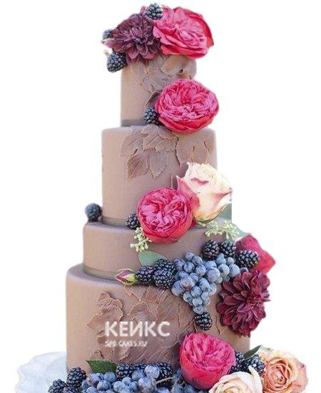 Шоколадный свадебный торт с яркими цветами