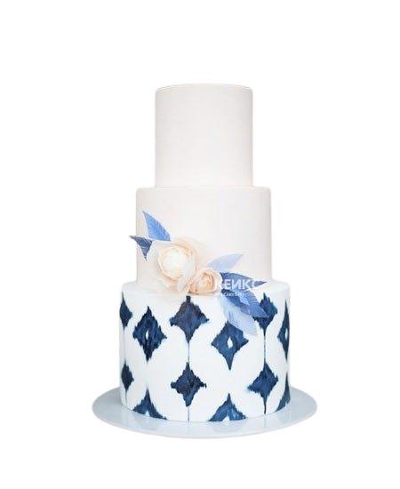 Бело-синий свадебный торт с узором