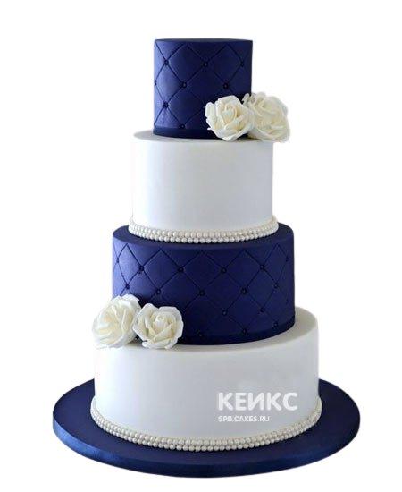 Элегантный бело-синий свадебный торт с розами