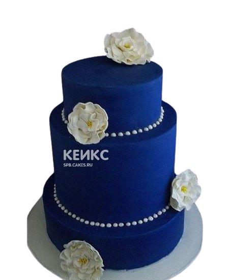 Свадебный торт яркий синий с цветами