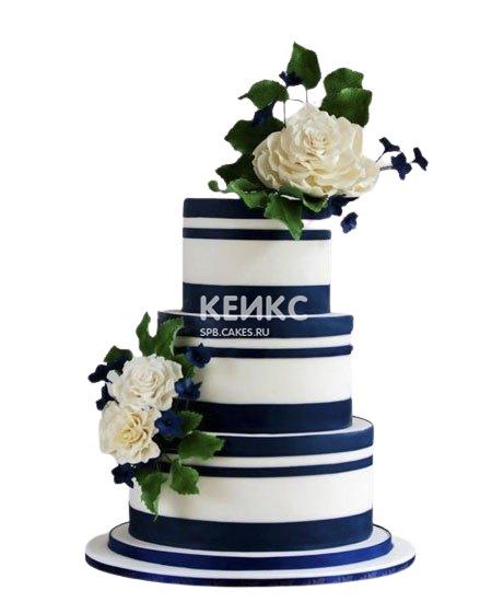 Бело-синий свадебный торт с цветами