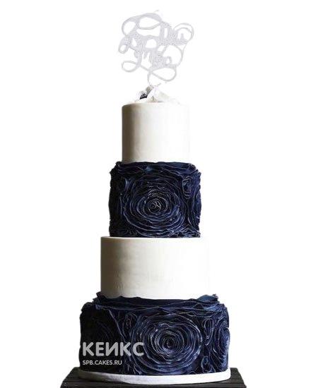 Свадебный торт бело-синий с рюшами-цветами