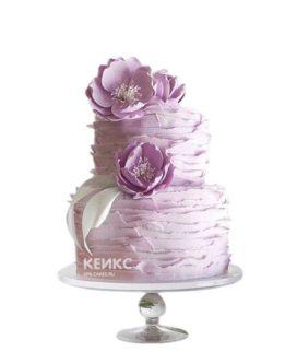 Сиреневый свадебный торт с белой ленточкой