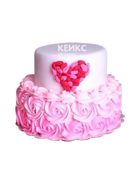 Двухъярусный торт с кремовыми розами и сердцем для девушки