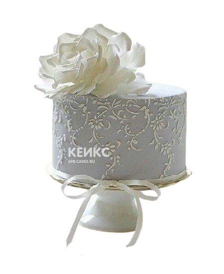 Торт с цветком и узорами на день рождения бабушке