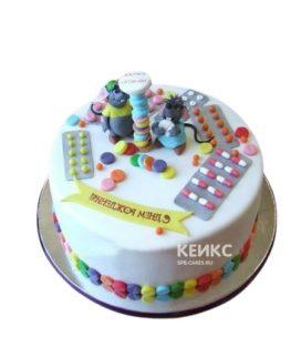 Оригинальный торт для фармацевта из мастики, украшенный пилюлями