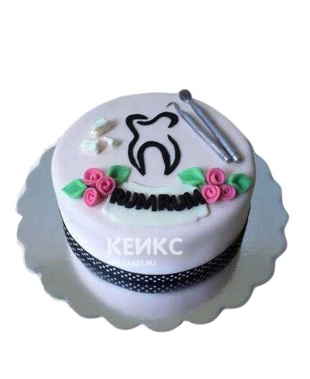 Белый торт для стоматолога с приборами и зубом