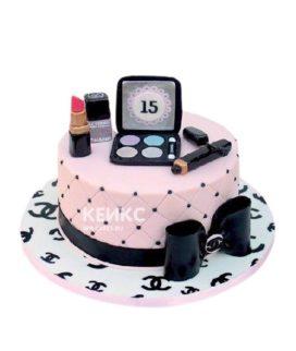 Оригинальный торт в виде косметички из мастики для девушки