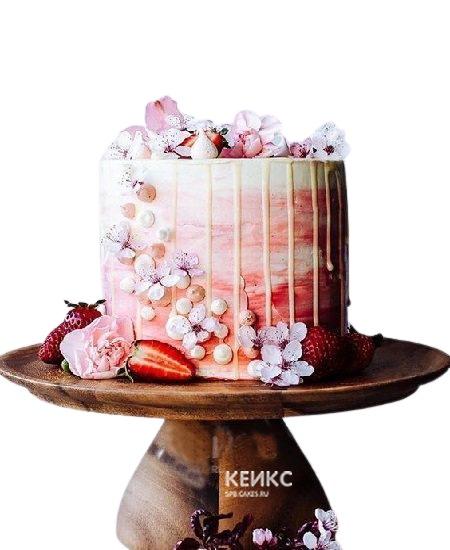 Клубничный торт с цветами и глазурью для мамы