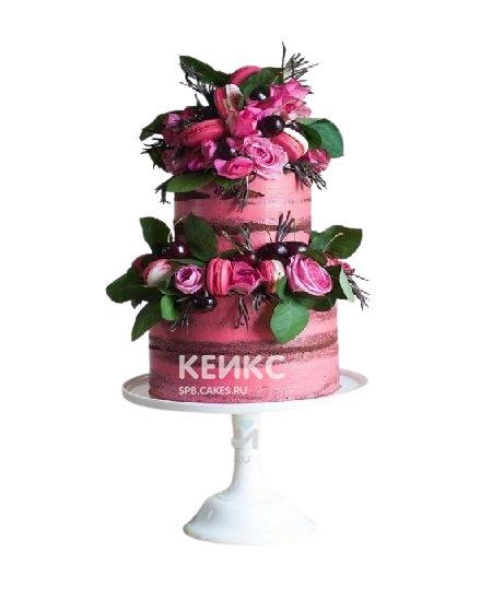 Двухъярусный розовый торт с живыми цветами и макарунами для мамы