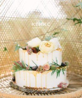 Двухъярусный торт для мамы с живыми цветами в стиле Прованс