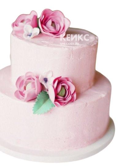Розовый двухъярусный торт с цветами для мамы