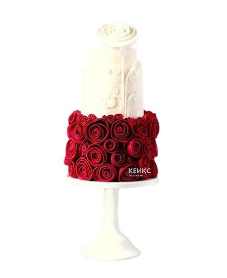 Красно-белый торт с розами из мастики для мамы