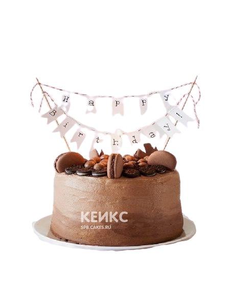 Шоколадный торт со сладостями и гирляндой для мамы