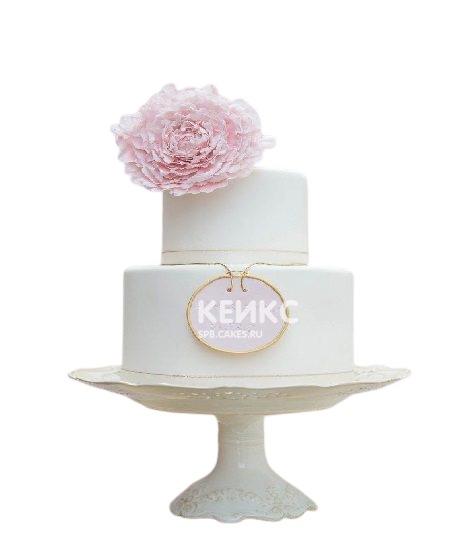 Двухъярусный торт с большим розовым цветком для мамы