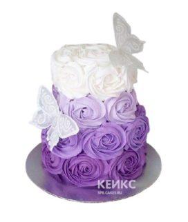 Торт омбре с кремовыми цветами и бабочками