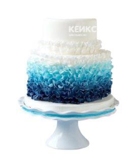 Сине-бело-голубой торт омбре на день рождения