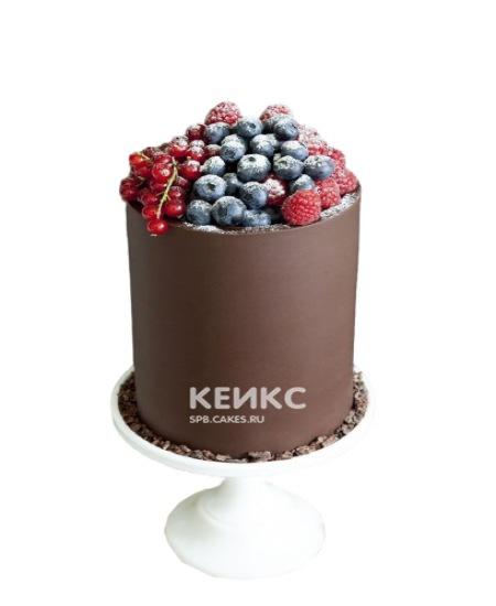 Шоколадный торт с ягодами для папы