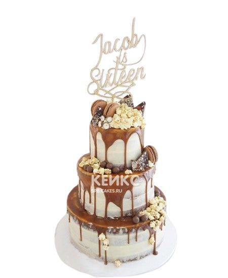 Именинный торт парню с глазурью и сладостями