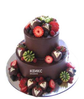 Шоколадный двухъярусный торт с фруктами и ягодами для сына