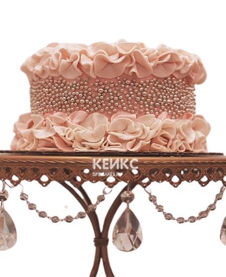 Розовый торт с рюшами и бусинами для жены