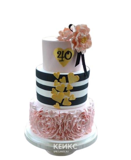 Полосатый торт с рюшами и сердцами для жены