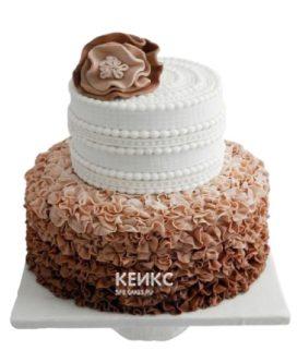 Красивый торт девушке на юбилей 25 лет с рюшами и цветком из мастики