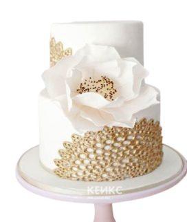 Торт с золотым рисунком и белым маком для женщины на юбилей 30 лет