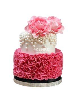 Бело-розовый торт с рюшами и розами для женщины на юбилей 30 лет