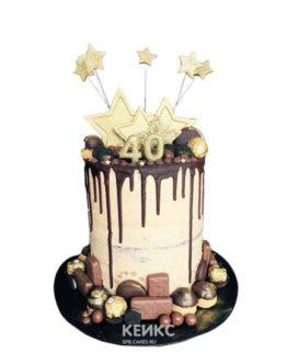 Торт Женщине на юбилей 40 лет с шоколадными сладостями и звездами