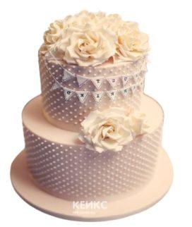 Торт на юбилей женщине 40 лет с узором и цветами